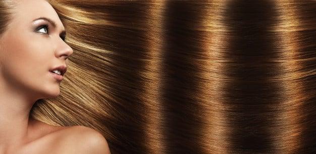 Come avere capelli lucenti e setosi: 3 regole fondamentali