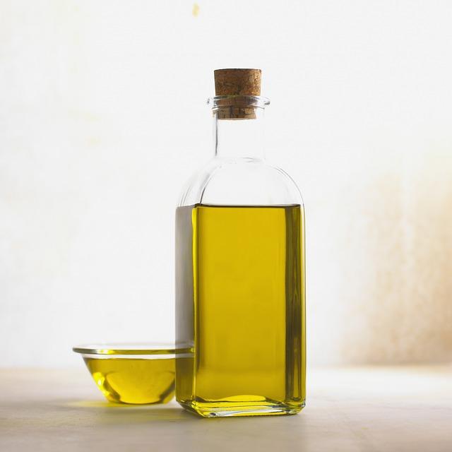 Olio d' oliva proprietà controindicazioni e calorie