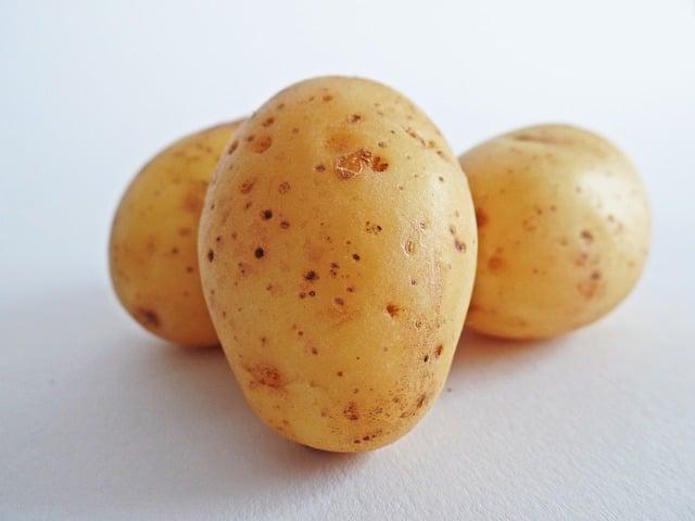 Galleria foto - Salsicce con patate al forno Foto 1