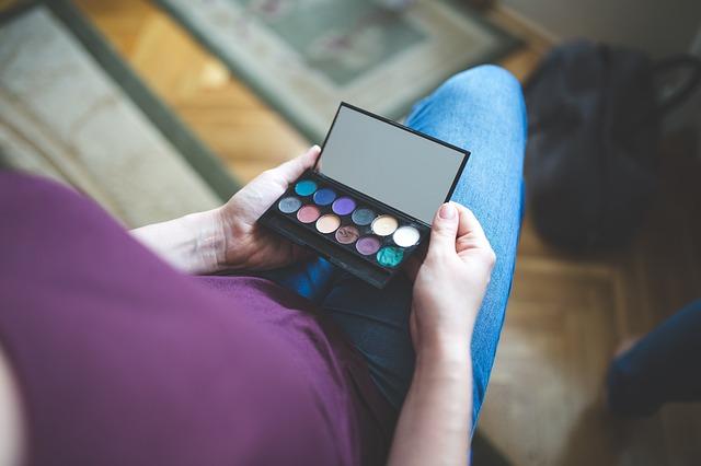 Galleria foto - Il make-up per ritrovare la propria autostima Foto 1