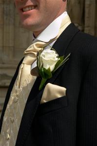 Gli accessori giusti per lo sposo