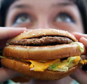Desiderio irresistibile di cibo spazzatura? La colpa è della vostra mamma!