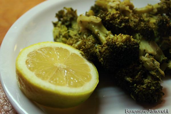 Galleria foto - Broccoli all'insalata: fanno bene ma solo se cotti a vapore! Foto 2