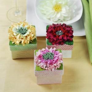 Bomboniere con fiori per matrimoni in primavera