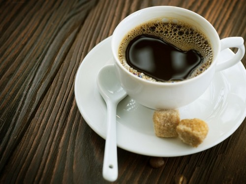 Bere caffè dopo un pasto fa male