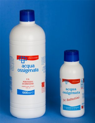 Acqua ossigenata: mille usi, economica ed ecologica.