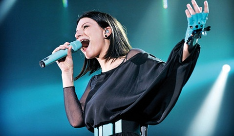 Anticipazione Serale di Amici: c'è Laura Pausini