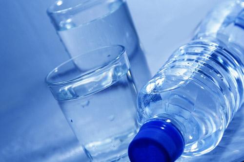 bere acqua distillata
