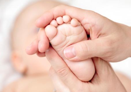 Come fare il massaggio neonatale: posizione e consigli