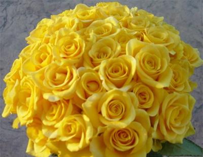 Addobbo floreale e bouquet giallo