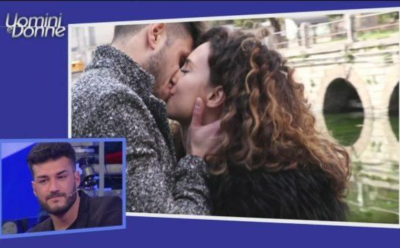 Uomini e Donne Lorenzo ha baciato Sara in discoteca?
