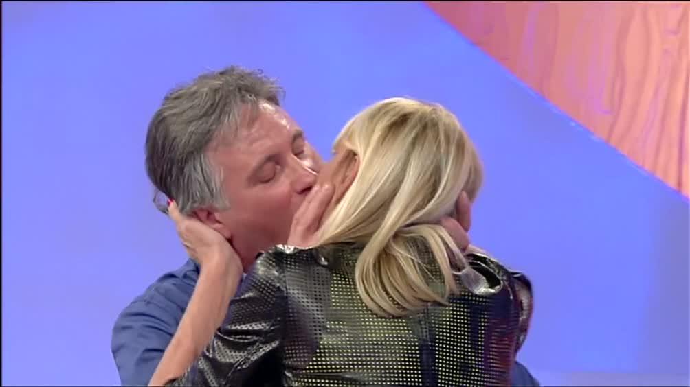 Giorgio Manetti e Gemma si baciano