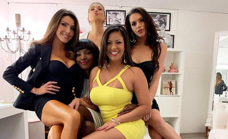 Barbara D'Urso: camerino pieno di ragazze mezze nude