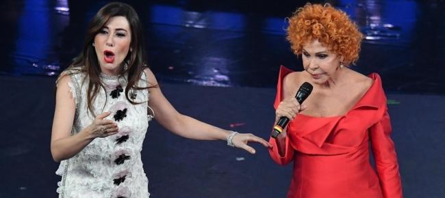 Galleria foto - Sanremo: Ornella Vanoni e Virginia Raffaele spettacolari Foto 2