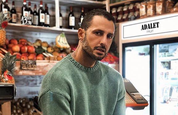 Fabrizio Corona distrutto: chiede scusa a Riccardo Fogli
