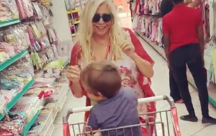 Galleria foto - Mara Venier scatenata al supermercato il video Foto 2