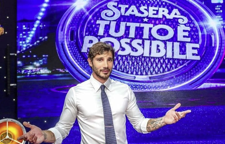 Belen aiuta Stefano De Martino con il suo programma