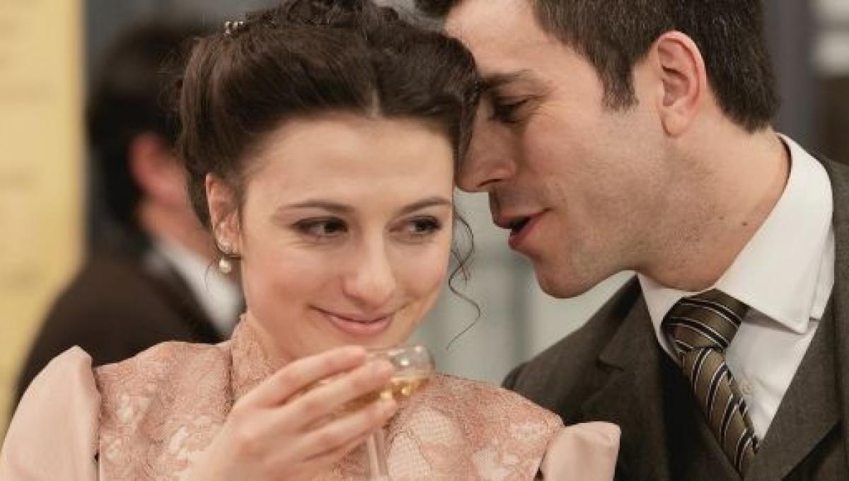una-vita-spoiler-lucia-e-telmo-annunciano-il-loro-matrimonio-2361760
