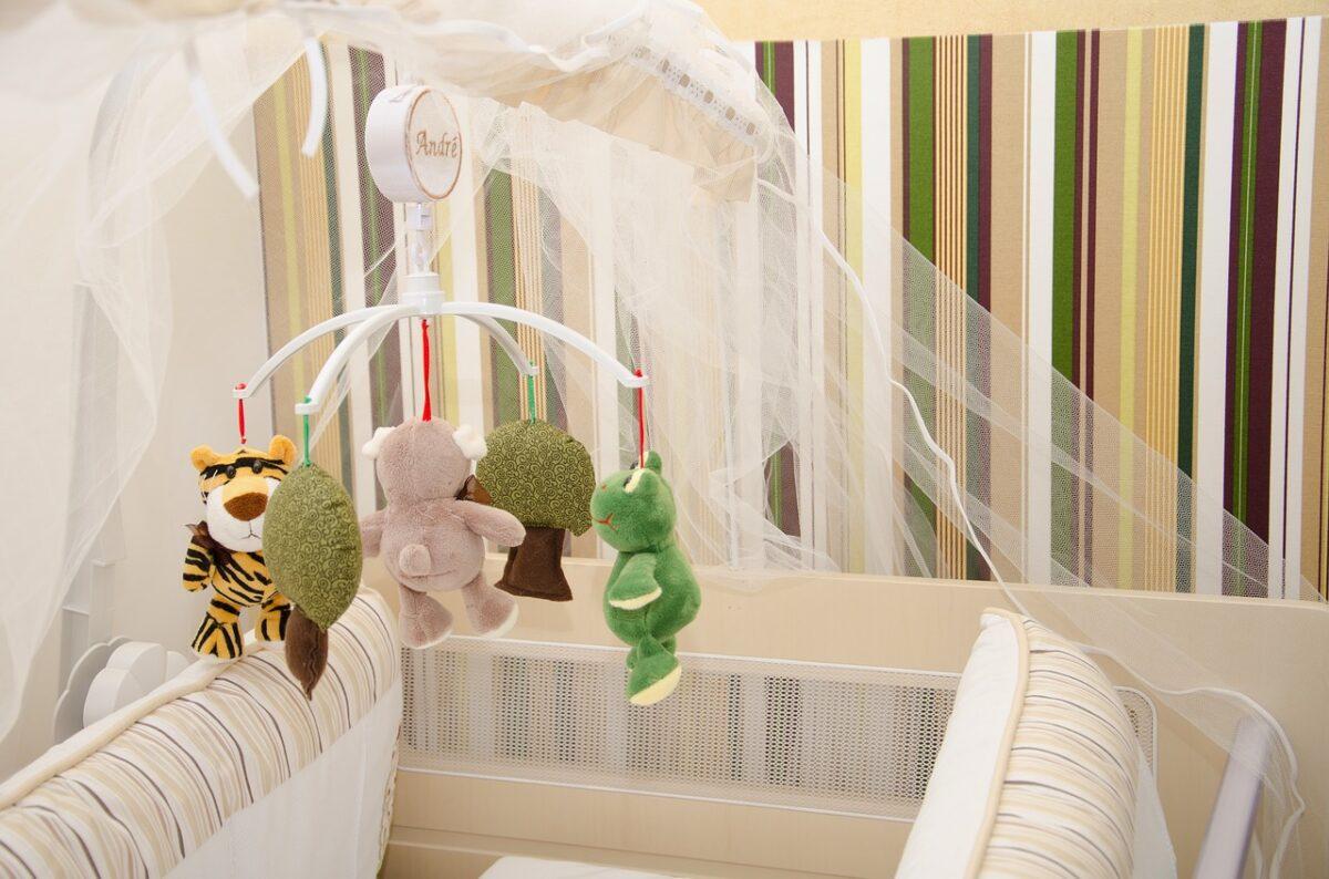 sonnellino bambini mobile-forest-2448103-1280 andreapassaro Pixabay