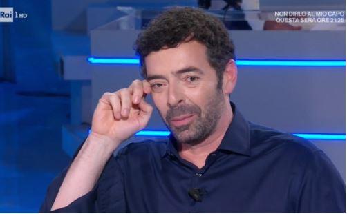 """Alberto Matano """"cancellato"""": al suo posto Flavio Insinna e Andrea Delogu"""