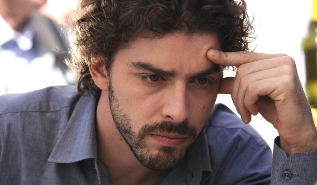 Il-giovane-Montalbano-Michele-Riondino-interpreta-Salvo-Montalbano-Credits-Fabrizio-Di-Giulio-Palomar-e-RAI-1024×597