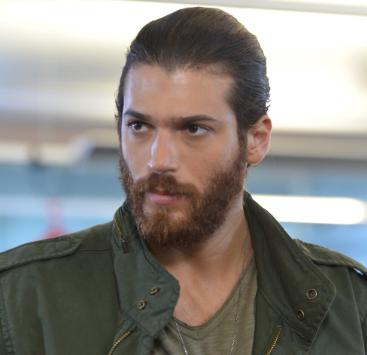 Daydreamer: Can Yaman in ospedale dopo la scena d'amore con Demet Özdemir
