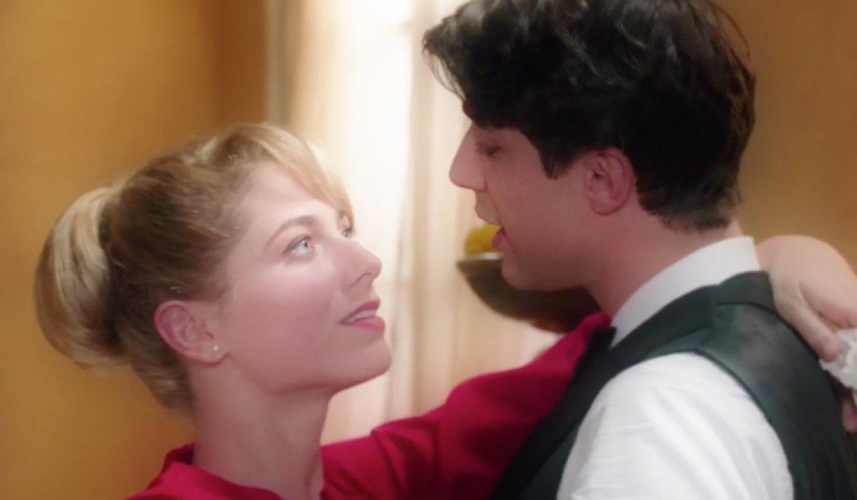 Il-Paradiso-delle-Signore-4-Roberta-ripensa-all-abbraccio-dato-a-Marcello-dopo-la-vincita-Credits-RAI