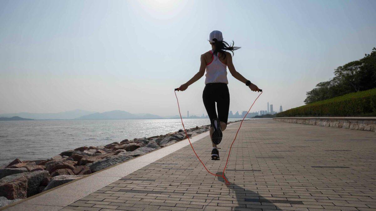 healthy-benefits-jump-rope-blog-hero-scaled