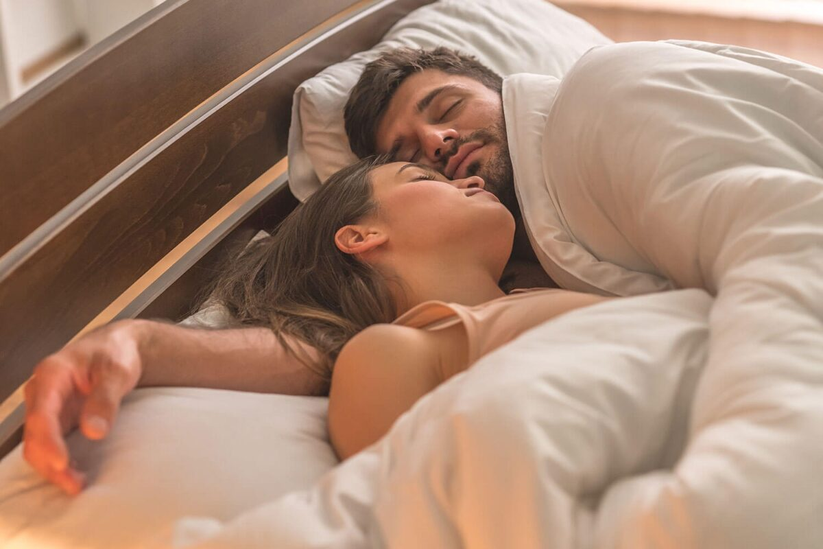 Peacefully-sleeping-couple