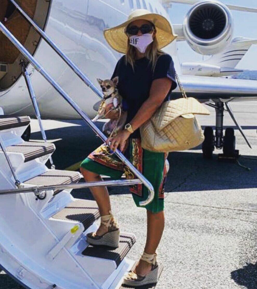 Sonia Bruganelli, nuovo attacco degli haters per jet privato e mascherina