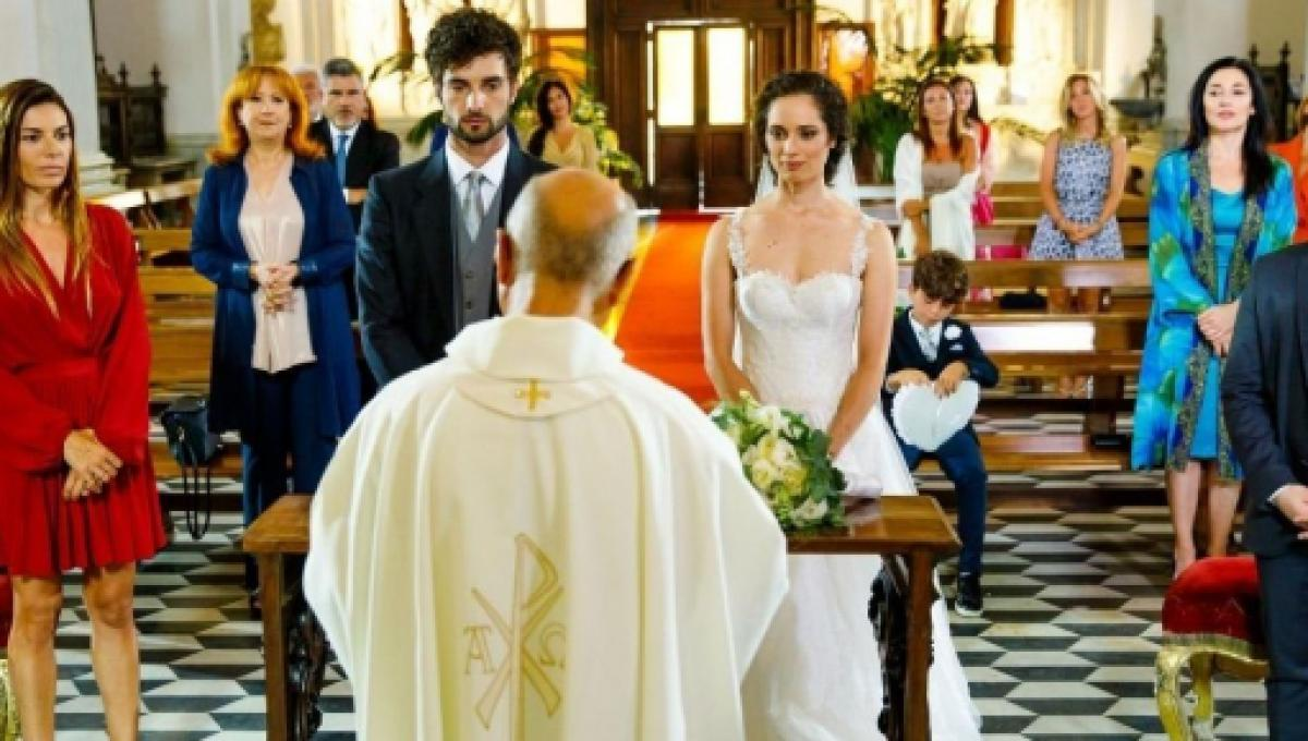 un-posto-al-sole-niko-luca-turco-e-susanna-agnese-lorenzini-si-sposano-2505358