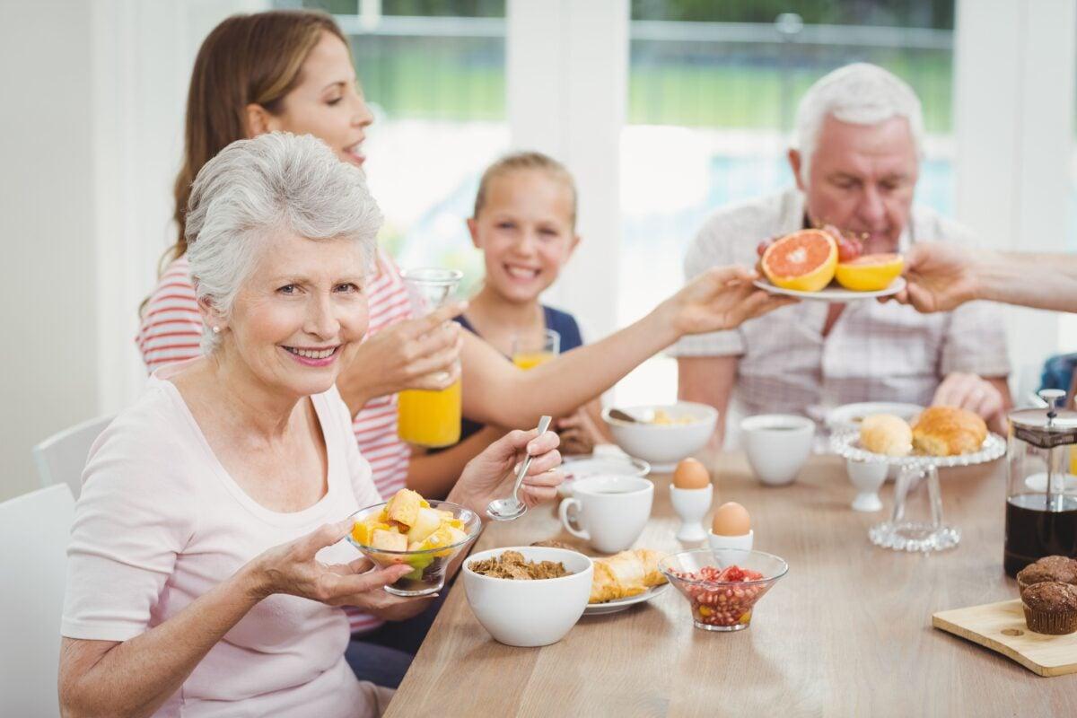 Anziani a tavola-2-ok (1)
