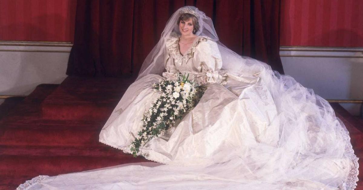 Diana-10-dettagli-mai-notati-sul-suo-abito-da-sposa
