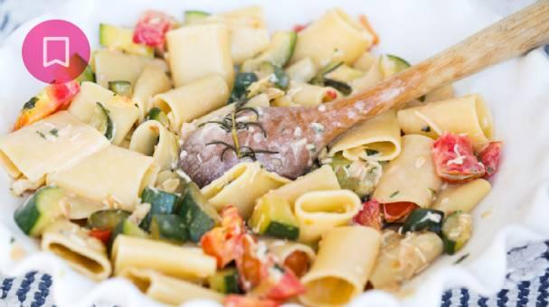 Paccheri con pesto di zucchine, speck e noci