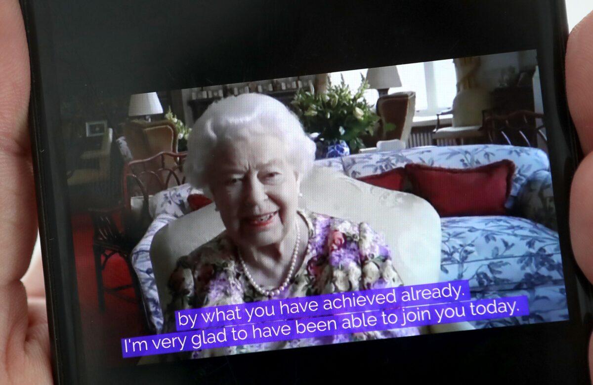 royal-family-news-regina-elisabetta-zoom-1591950373