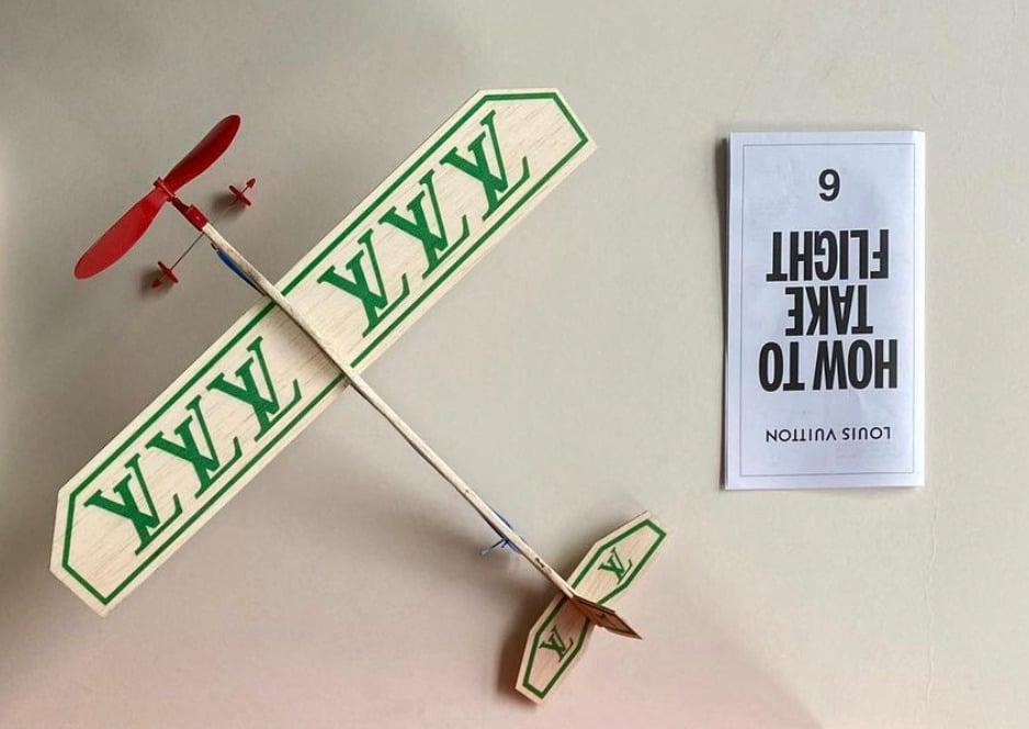 Louis Vuitton: lo strano invito alla sfilata 2021