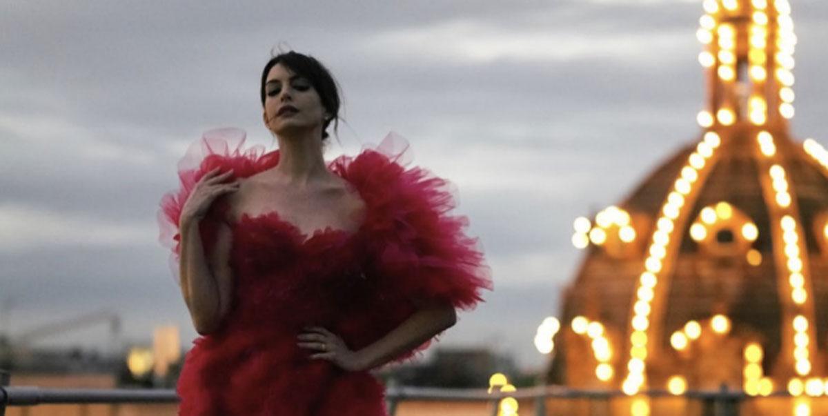 Anne Hathaway, red carpet su Instagram: gli abiti