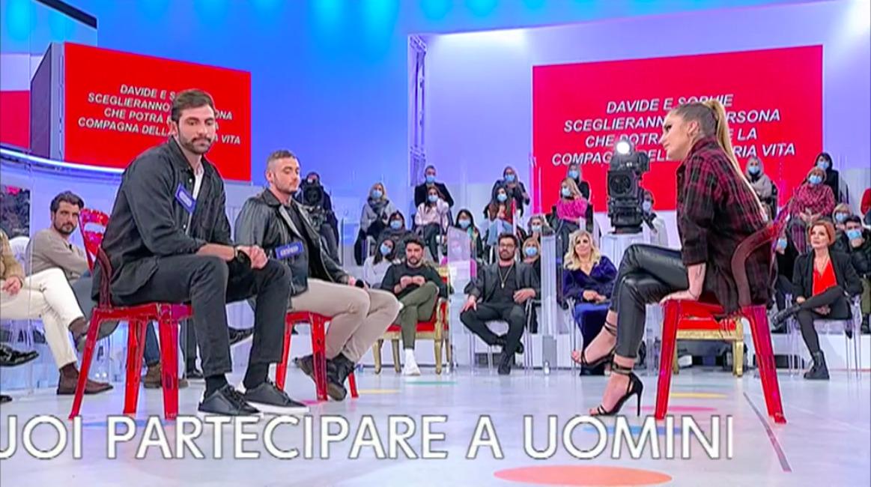 """Uomini e donne, Sophie delude Matteo: """"Ho baciato Giorgio"""""""