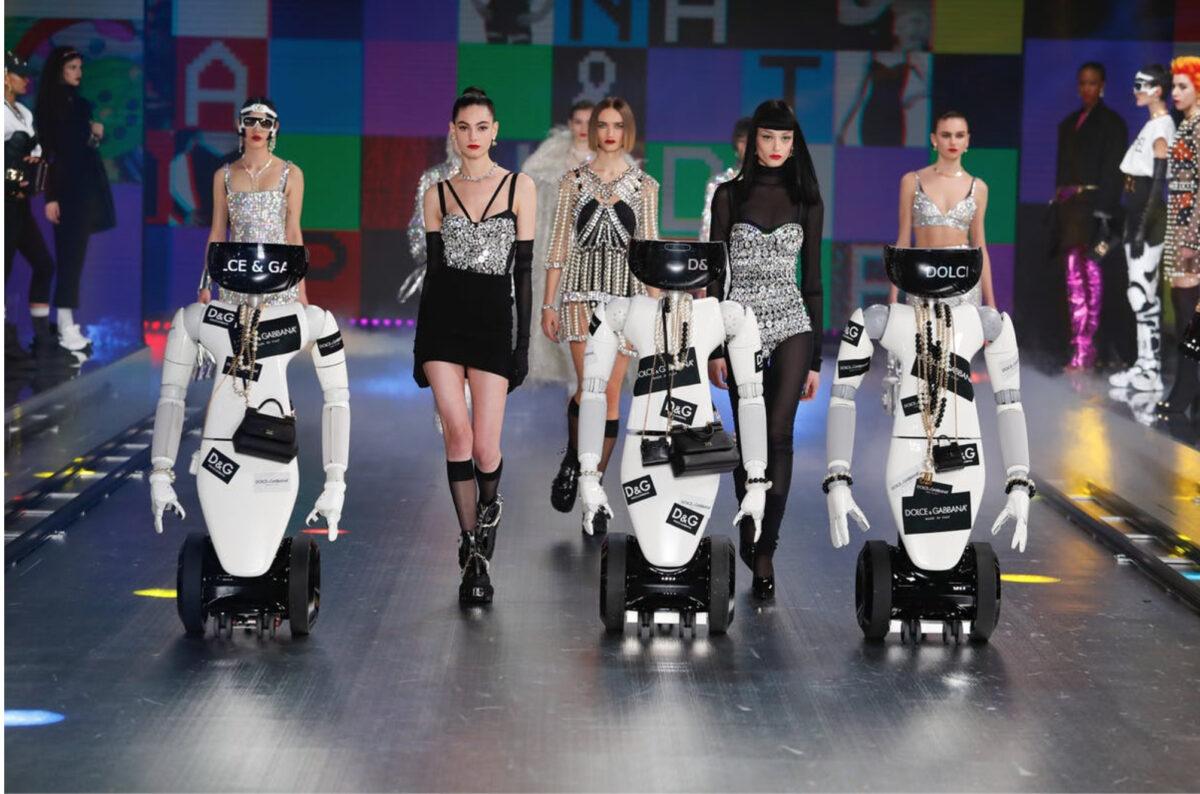 Dolce e Gabbana: sfilata con i robot
