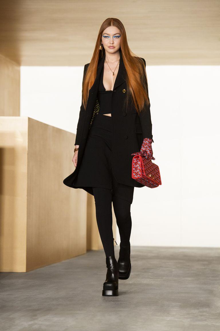 versace-fw21-look-1-jpg-1614961155