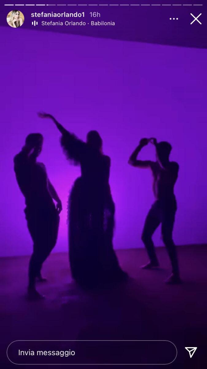 18:15 – Stefania Orlando svela il backstage del suo prossimo video