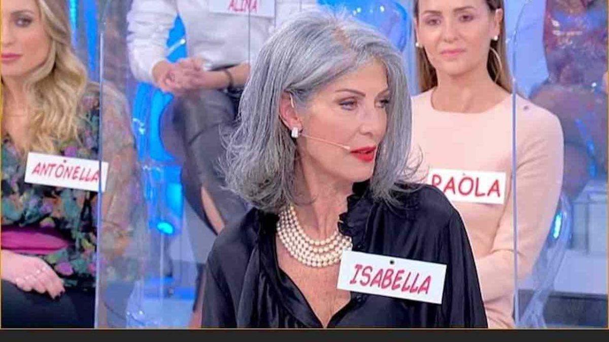 Uomini e donne, Isabella zittisce Gemma: maleducata e cattiva