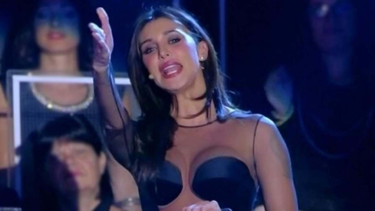 Belen-Rodriguez-furiosa-con-i-paparazzi