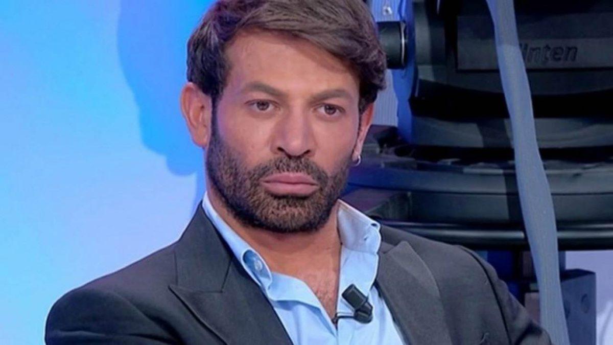 """Uomini e Donne, ex dama accusa Gianni Sperti: """"Ci bullizza"""""""