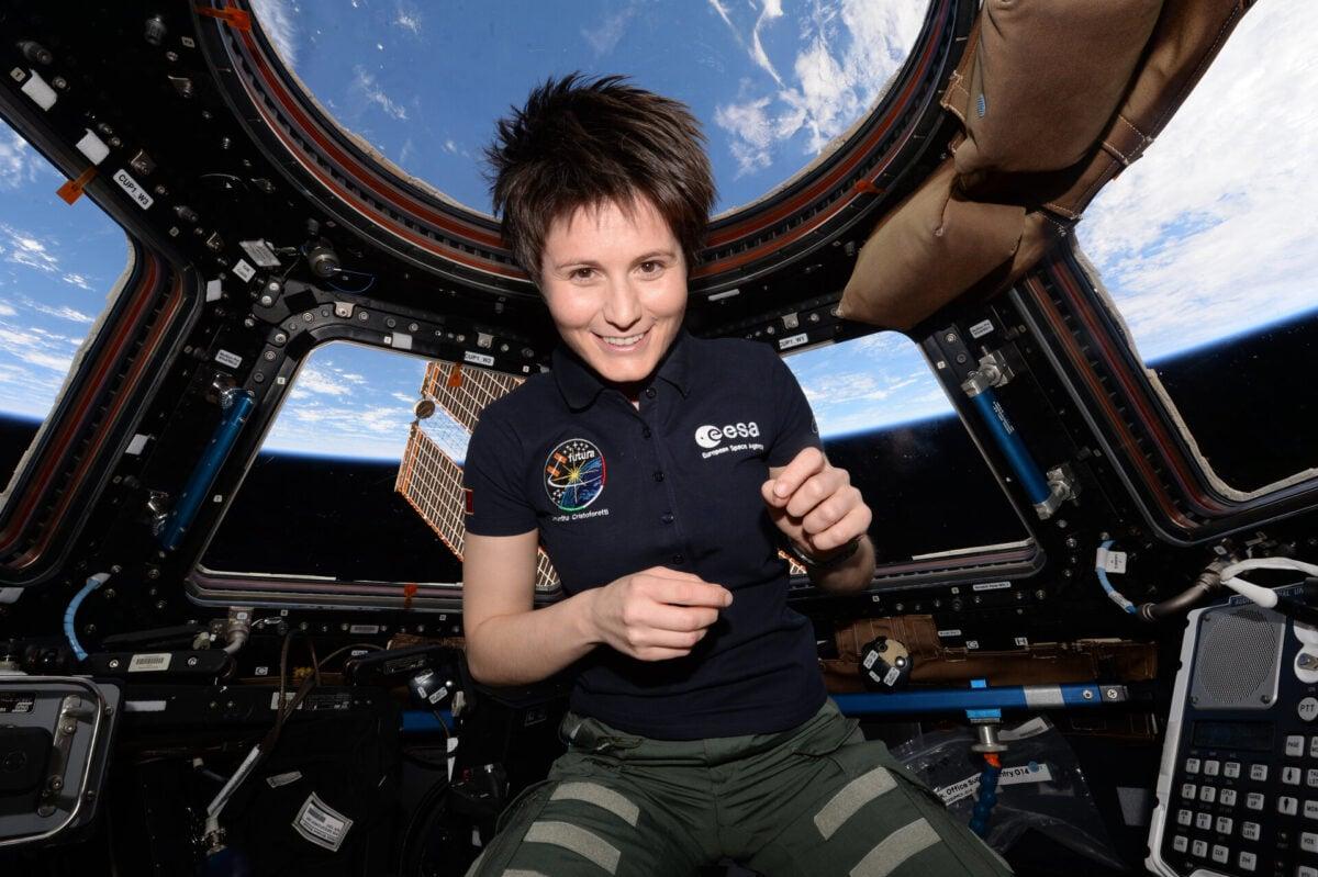 Samantha-Cristoforetti-onboard-the-International-Space-Station-pillars