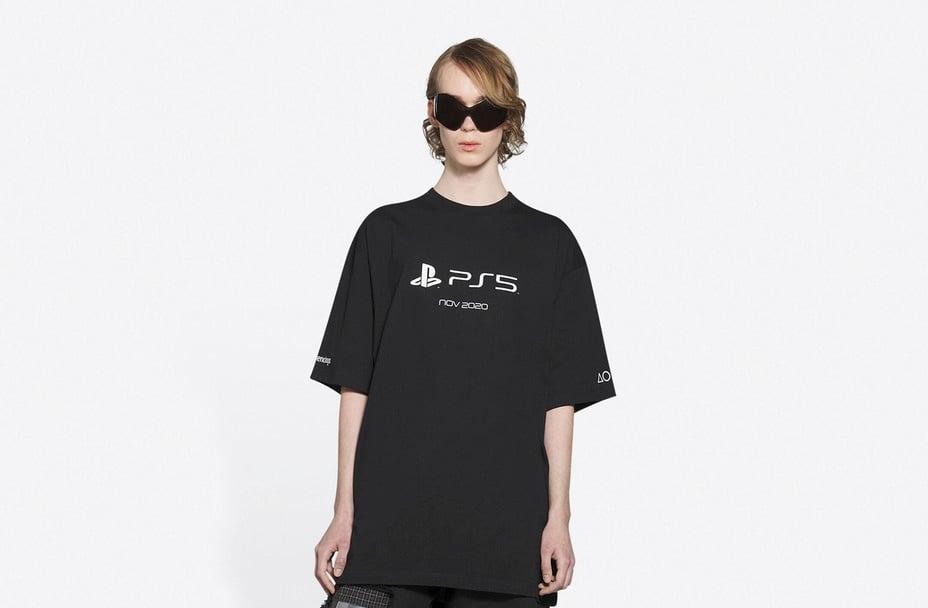 Balenciaga: la maglietta per la PS5 che costa più della console