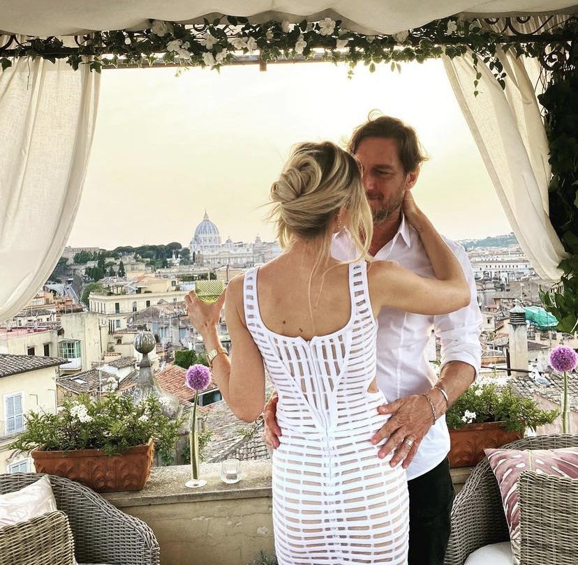 Ilary Blasi e Totti: la romantica cena per l'anniversario