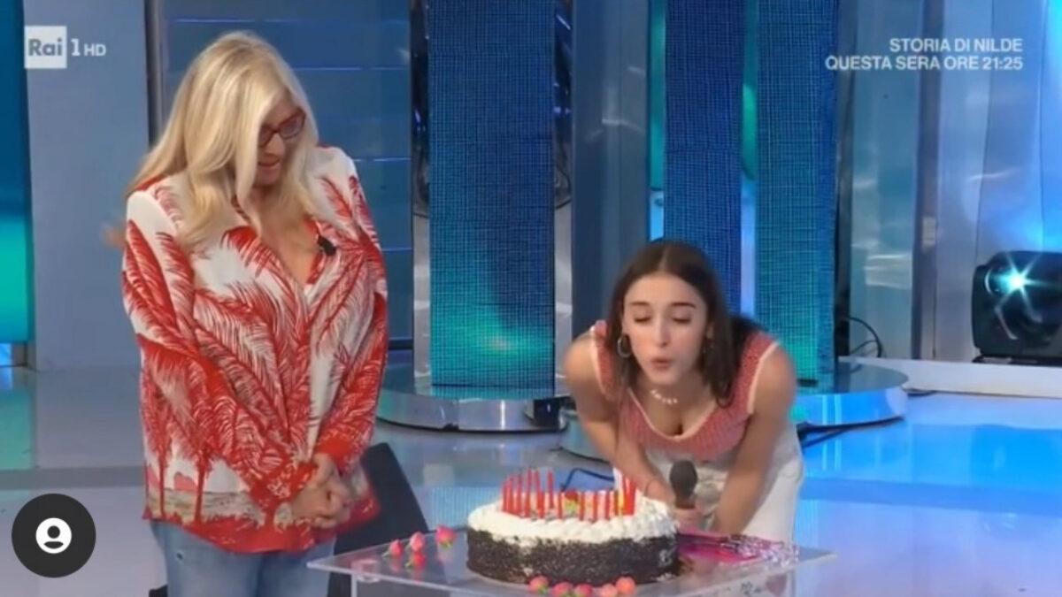 Amici: Giulia Stabile festeggia il compleanno a Domenica In