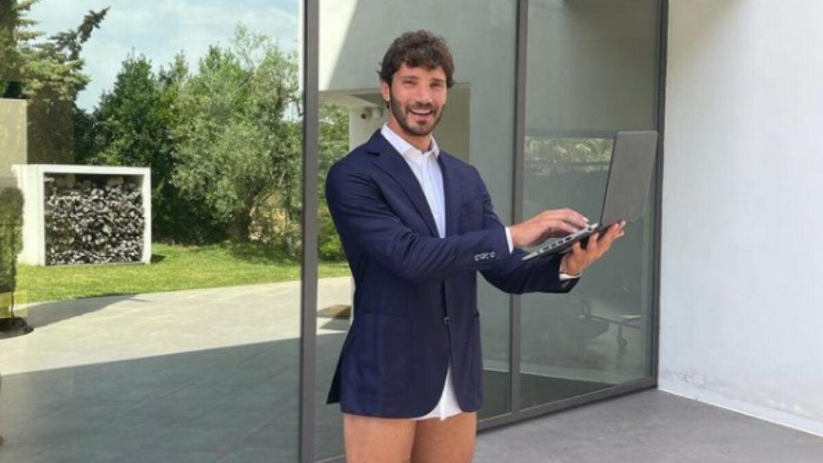Stefano De Martino, stupisce: la foto in smart working