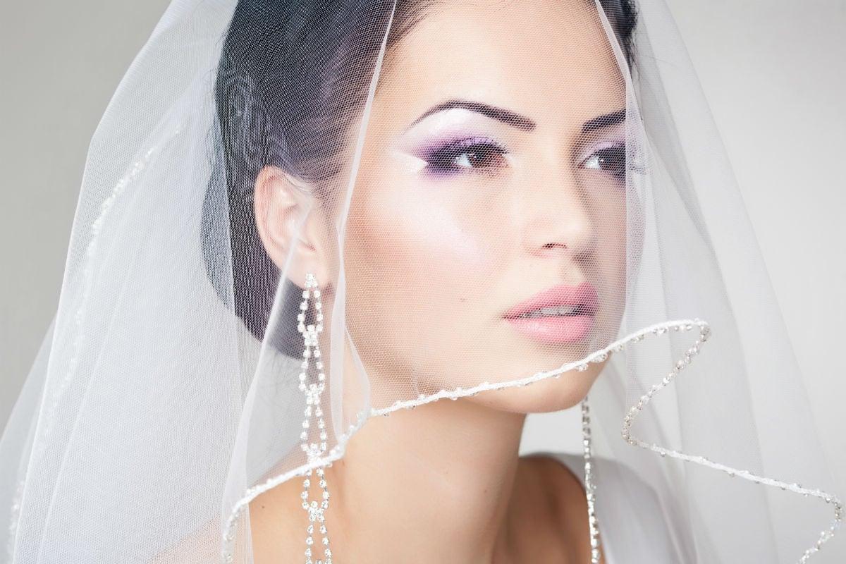 Chi paga i capelli e il trucco della sposa?